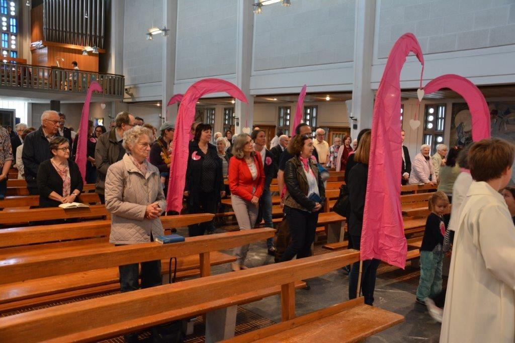 Olten: Gottesdienstbesucherinnen in der Kirche St. Marien. | © Caroline Hayoz Graf