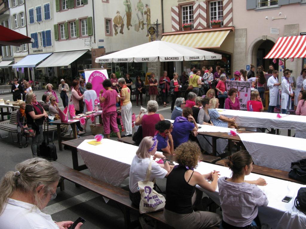 Liestal: Die Kirchenfrauen waren am Frauenstreik im Stedtli klar sichtbar. | © Christian von Arx