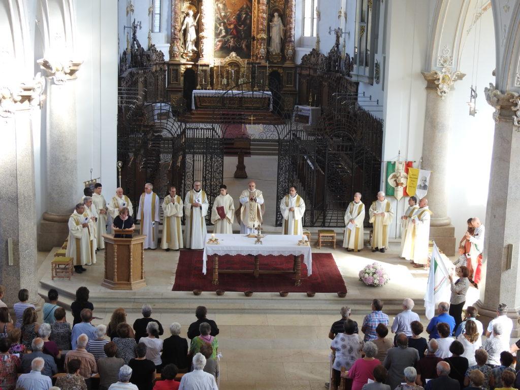 Die Wallfahrtsmesse in der Basilika von Mariastein wurde vom sizilianischen Kardinal Francesco Montenegro  geleitet. | © Parrocchia San Pio X