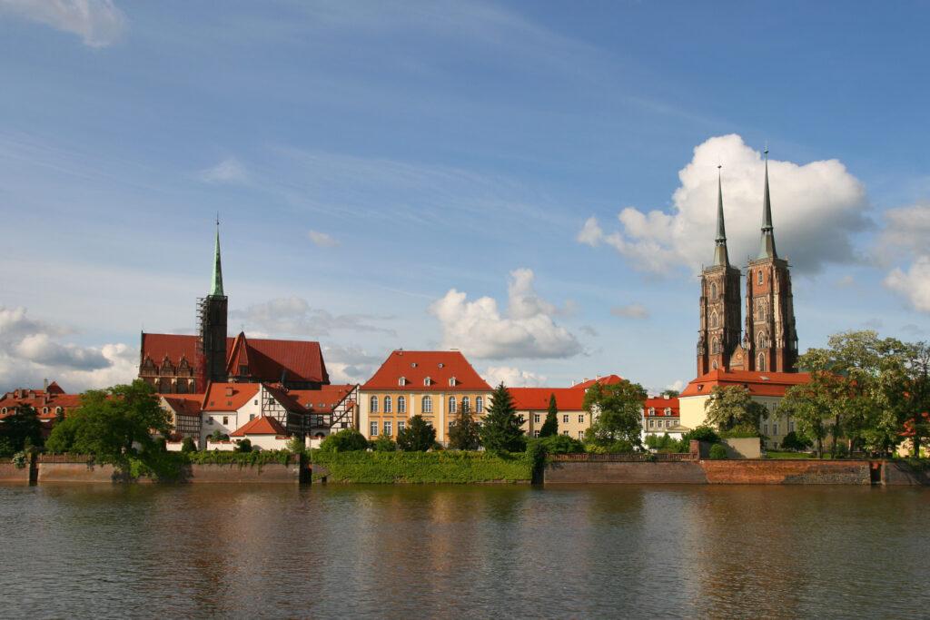 Der Dom von Breslau steht auf einer Insel in der Oder. | © wikimedia / Lestat