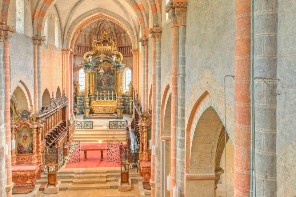 Blick in die romanische Stiftskirche mit barocker Ausstattung.  | © David Coutrot