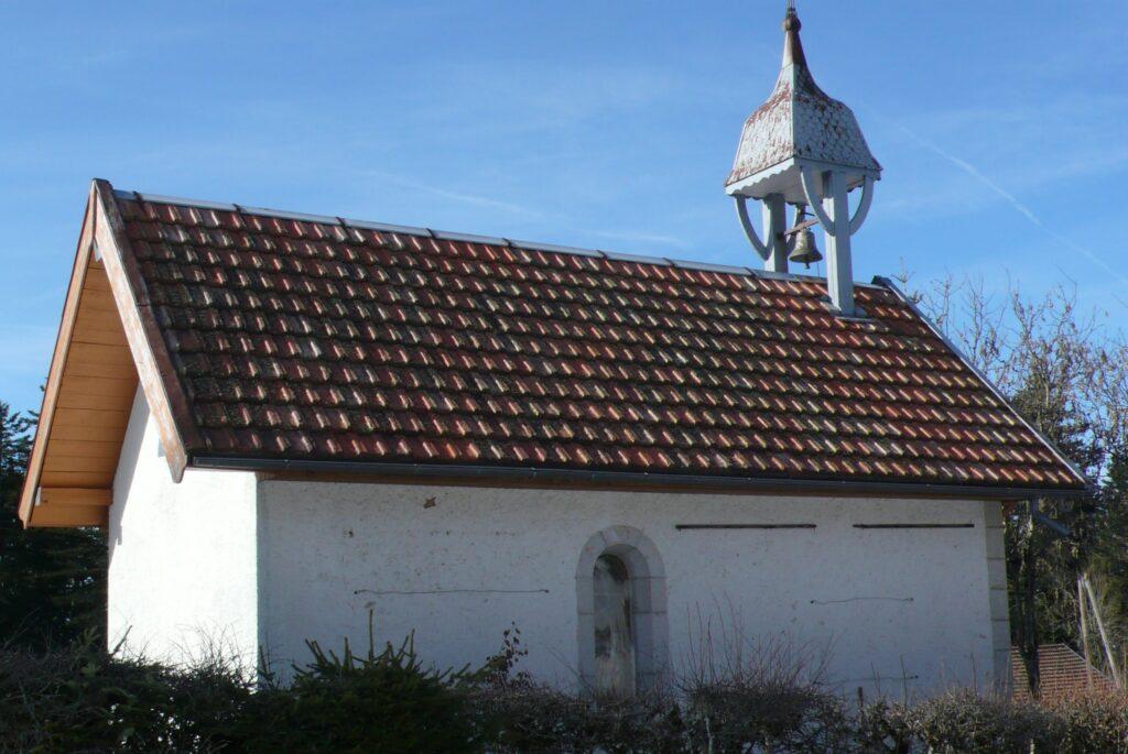 Die Kapelle Sainte-Anne im Weiler Les Cenoniers (Gemeinde Montlebon, Frankreich), erbaut 1877, liegt etwa 2 km von der Schweizer Grenze entfernt.  | © Claude Roulet