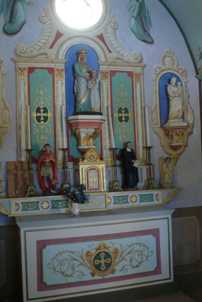 Altar in der Kapelle Sainte-Anne von Les Cenoniers.  | © Claude Roulet