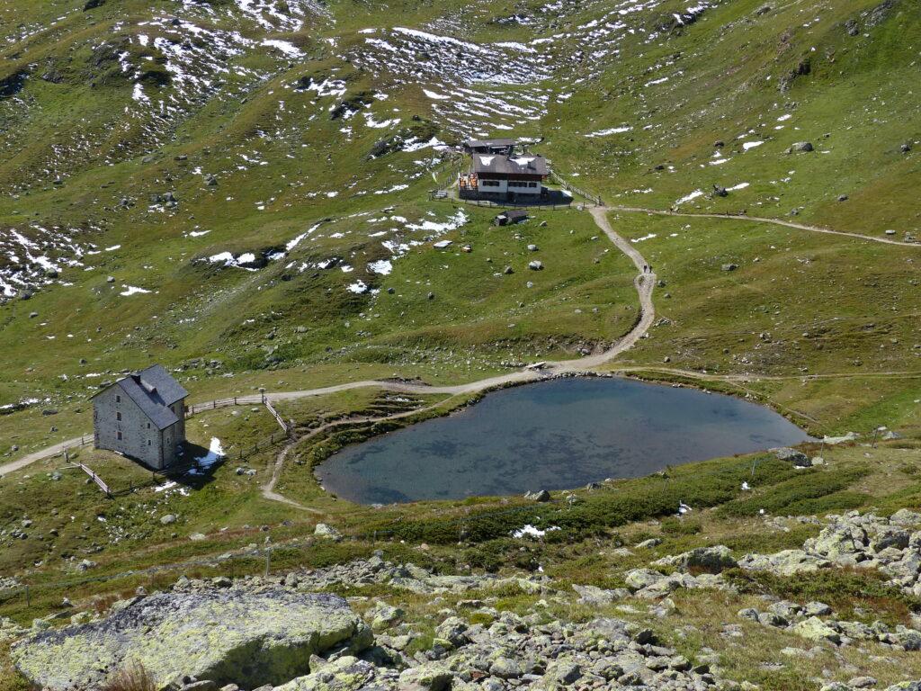 Alte Pforzheimerhütte (unten links) und vor rund 40 Jahren erbaute Sesvennahütte unterhalb des Schlinigpasses. | © Whgler/wikimedia