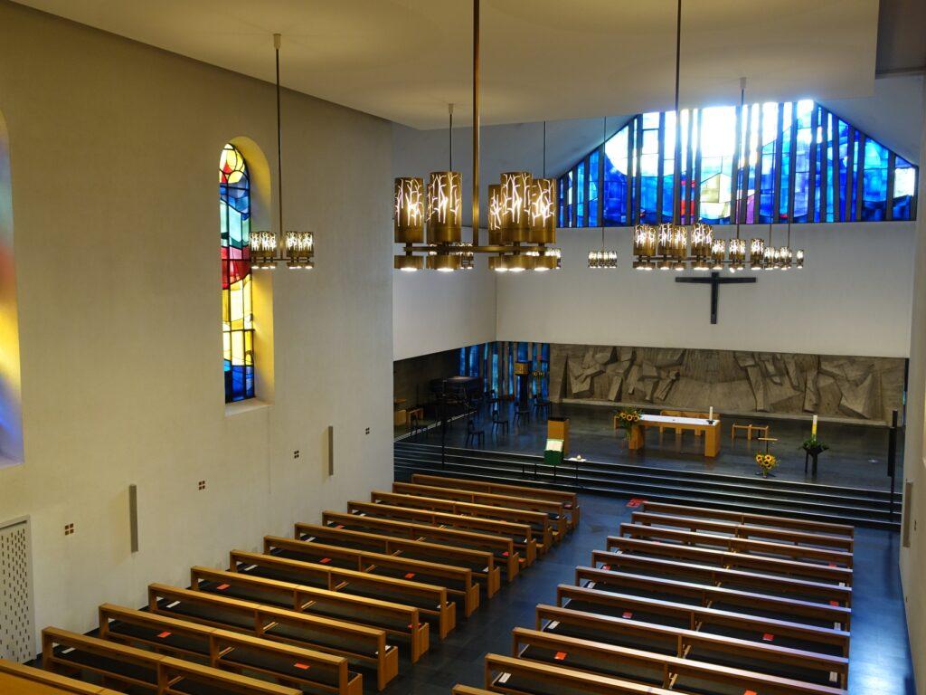 Blick in das Innere der katholischen Nikolauskirche in Reinach. | © wikimedia/EinDao