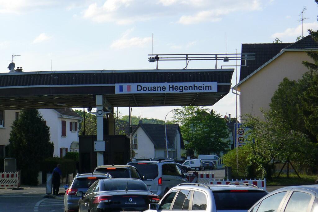 Allschwil, 27. April 2020: Am Grenzübergang Hegenheim stauen sich die Autos. | © Regula Vogt-Kohler