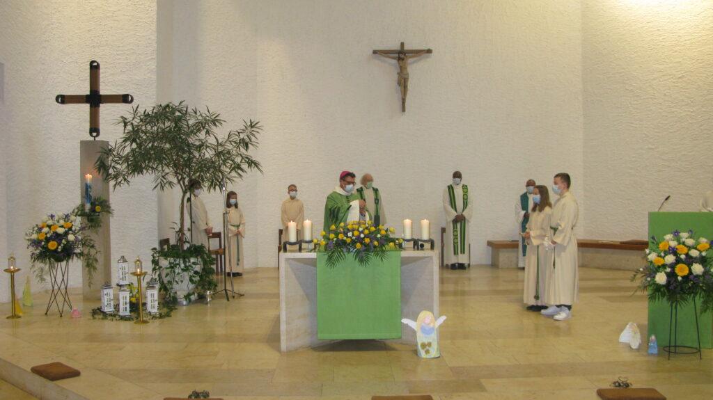 Bischof Felix Gmür leitete die Errichtungsfeier. | © Christian von Arx