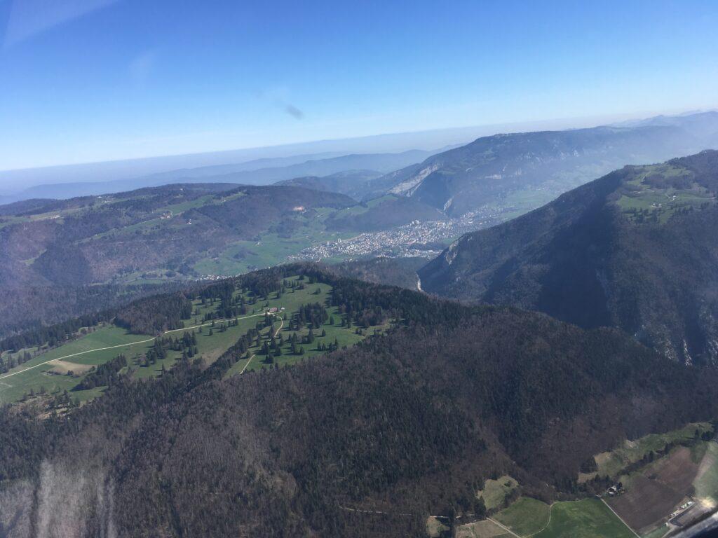Zwischen Juraketten und Klusen: Das Tal von Moutier an der Birs, letzter Brennpunkt des Jurakonflikts. | © Xonqnopp/wikimedia