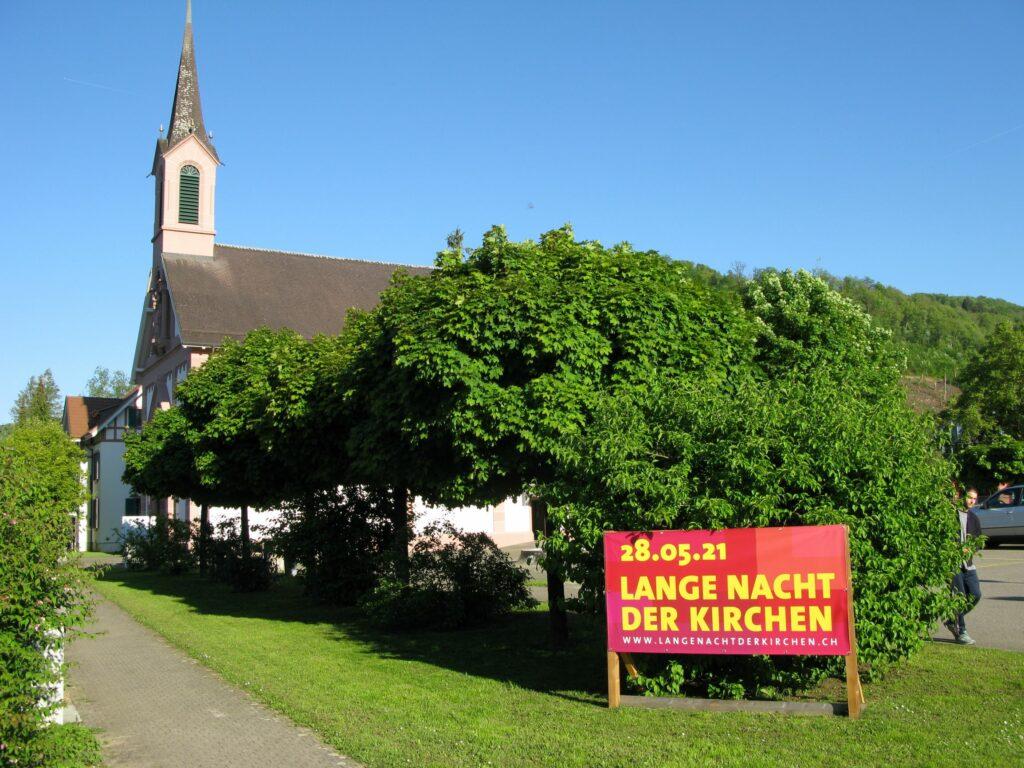 Auch in Sissach war der Anlass beim Zugang zur Kirche St. Josef gut markiert. | © Christian von Arx