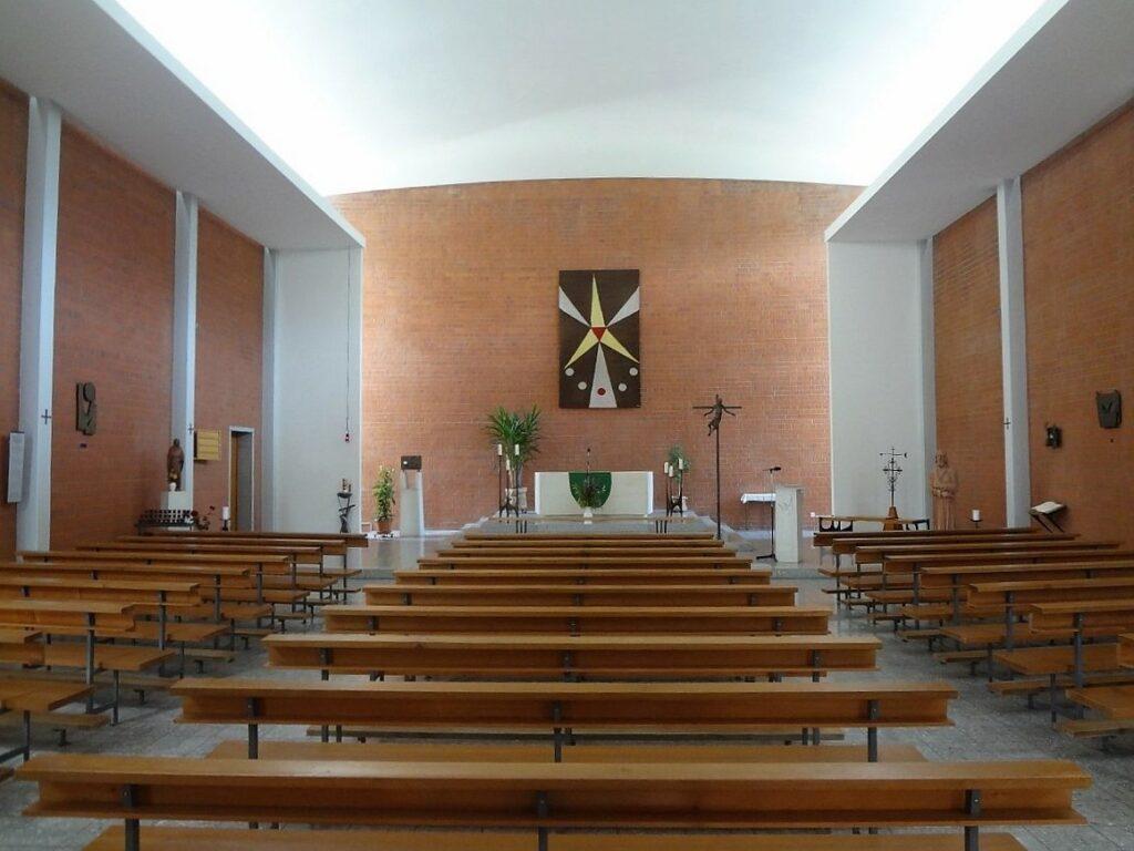Die ausschliesslich indirekte Beleuchtung verleiht dem Innenraum der Kapelle Bruder Klaus eine besondere Stimmung. | © Fabienne Netzhammer
