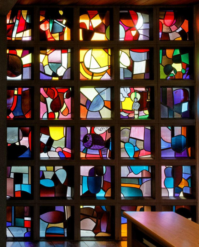 Glasfenster von Hans Stocker in der Kapelle Oberrütti. | © Fabienne Netzhammer