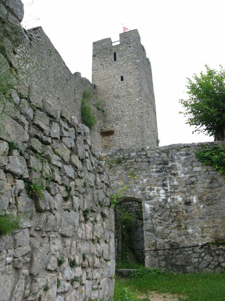 Ab 1366 nutzte der Bischof von Basel die Burg als Verwaltungssitz seiner Herrschaft Waldenburg. | © Christian von Arx