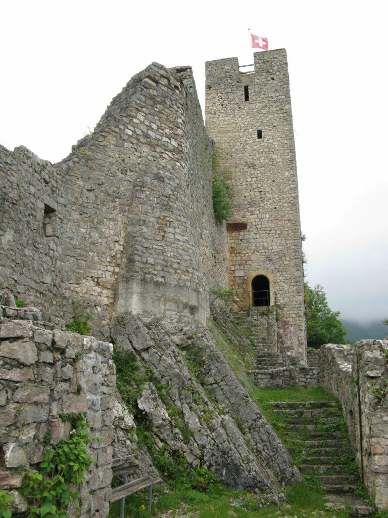 Ab dem Jahr 1400 sassen auf Schloss Waldenburg die Landvögte der Stadt Basel, 1798 machten die Untertanen den Landvogtssitz zur Ruine. | © Christian von Arx